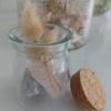 Petit pot fleuri garni de Calcite bleue et de Quartz Rose - Astro Protection